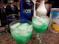Caribbean Blue Iced Tea blue Curaçao 1 oz Bombay gin Malibu coconut rum Sky vodka pineapple juice Shake then add Sprite, pour over ice Cocktails, Party Drinks, Cocktail Drinks, Fun Drinks, Cocktail Recipes, Drink Recipes, Malibu Coconut, Coconut Rum, Refreshing Drinks