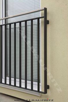 Französischer Balkon mit einem dazwischen liegenden Edelstahlhandlauf - Französischer Balkon 56-04  -  (c) by Metallbau Fritz