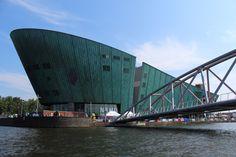 NEMO Museum - ein Technologie - Museum in Amsterdam Renzo Piano, Amsterdam Museum, Amazing Architecture, Modern Architecture, The Shard London, Arch Building, Anne Frank House, Nemo, Amsterdam Holland