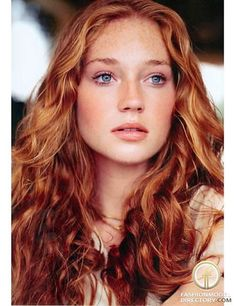 30 lange lockige rote Frisuren