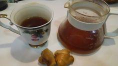 ジンジャーティー:喉風邪の回復期にいる。民間療法はばかにはできない。 Ginger tea. I work for a throat cold well. A folk remedy. ひどい喉風邪の回復期にいる。いろいろな医薬品を使っているのだが、一番きいたのが生姜ティーだった。紅茶をインド式に鍋で煮込んでかなり濃く入れて、砂糖とすりおろし生姜も尋常じゃない量を入れる。 飲んですぐ喉の痛みが消えた。頭痛まで治ってこれはすごい。民間療法もばかにはできない。喉のスプレーよりきいた。6時間くらい経つと元にもどったが。 昨日は治ってきたと思ったら、もう一回熱も出て悪化した。 http://www.kandamori.net/2017/03/blog-post_12.html #朝食 #夕食 #昼食 #ランチ #グルメ #ディナー #食事 #料理 #食料 #食べ物 #ご飯 #Breakfast #dinner #lunch #gourmet #meal #Dish #food #rice #cook #cooking