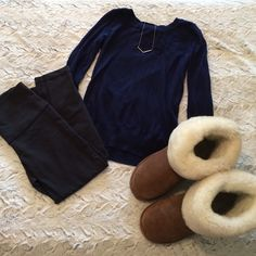 Navy blue sweater Gently used, size small, 3/4 sleeves, navy blue sweater from Forever 21 Forever 21 Sweaters Crew & Scoop Necks