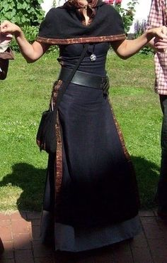 Medieval gown ebook under and over gown - Medieval Dress ebook Under and Overgarment – Sewing Tutorials at Makerist - Medieval Gown, Medieval Clothing, Historical Clothing, Gypsy Clothing, Vikings Fancy Dress, Viking Halloween Costume, Pirate Costumes, Rock Festival, Carnival