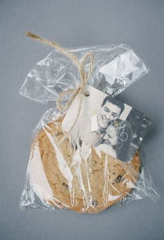 Freshly baked chocolate chip cookies, individually wrapped, customized photo tag // Pictilio