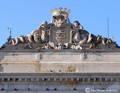 Villa olmo-Il biscione fu aggiunto dai Visconti al posto della targa originaria con la scritta L'Olmo.