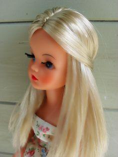 Sandy Vintage Barbie, Vintage Dolls, Retro Vintage, Sindy Doll, Doll Toys, Tammy Doll, 1970s Toys, Barbie Dress, Collector Dolls