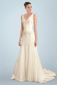 Sweet Hot Sale Pale Yellow Wedding Dress with Tempting V-necks and Beautiful Motif Detail