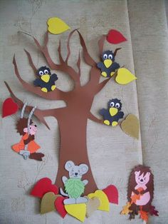 Őszi kézművesek!! - 104909267575230205944 - Picasa Webalbumok: Fall Arts And Crafts, Fall Crafts For Kids, Projects For Kids, Diy For Kids, Diy And Crafts, Fall Door Decorations, Class Decoration, School Decorations, Paper Gifts