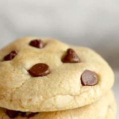 CHEWY Chocolate Chip Cookies are also soft and gooey. This is the BEST Chewy Chocolate Chip Cookie Recipe ever. These easy cookies are full of flavor and super tasty. Bakery Style Chocolate Chip Cookie Recipe, Best Chocolate Chip Cookies Recipe, Chocolate Pancakes, Chocolate Cookies, Hot Chocolate, Chocolate Lovers, Easy Cookie Recipes, Snack Recipes, Dessert Recipes