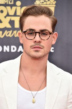 Dacre Montgomery Photos - Actor Dacre Montgomery attends the 2018 MTV Movie And TV Awards at Barker Hangar on June 2018 in Santa Monica, California. - 2018 MTV Movie And TV Awards - Arrivals Pretty Men, Gorgeous Men, Pretty Boys, Beautiful Guys, Stranger Things Quote, Stranger Things Aesthetic, Mode Masculine, Dacre Montgomery, Tv Awards