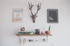 O home office da vez é o da fotógrafa Isadora Ribeiro, que além de ter um espaço iluminado e inspirador, também tem uma história profissional muito bacana.
