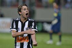 Bernard, revelado nas categorias de base do GALO, fez 100 jogos pelo time profissional do Atlético MG e anotou 22 gols.