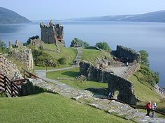 Urquart Castle, superfint men väldigt mycket turister.