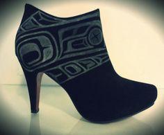 sipala: fyeahindigenousfashion: heels, Alicia's Ink (Kwakwaka'wakw, Nuu-chah-nulth) wow I don't wear fancy shoes but daamn Moccasin Boots, Shoe Boots, Women's Boots, Fancy Shoes, Me Too Shoes, Native American Fashion, Native Fashion, Tribal Fashion, Womens Fashion