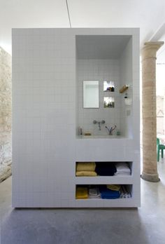 Tile and Concrete / Francesco Di Gregorio & Karin Matz.