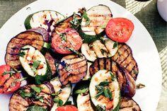 Kijk wat een lekker recept ik heb gevonden op Allerhande! Gemengde gegrilde groenten Barbecue Side Dishes, Barbecue Sides, Barbecue Recipes, Grilling Recipes, Cobb Cooker, Cobb Bbq, Grilled Roast, Fondue, Vegetarian Barbecue
