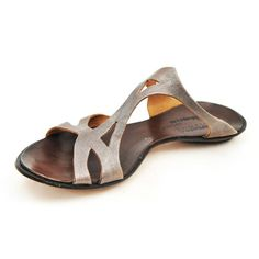 Women's Cydwoq sandal in Iron coloured leather.