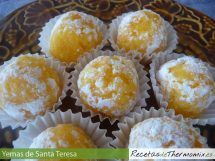 Yemas de Santa Teresa con Thermomix Cuban Cuisine, Spanish Cuisine, Spanish Desserts, Mini Desserts, Sweet Recipes, Cake Recipes, Venezuelan Food, Pan Dulce, Happy Foods