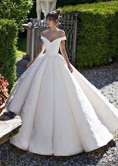 China off Shoulder Ball Gowns Lace Beaded Puffy Luxury Bridal wedding gowns 2019 - Wedding Gown Sexy Wedding Dresses, Designer Wedding Dresses, Bridal Dresses, Wedding Gowns, Bridesmaid Dresses, Modest Wedding, Ball Gown Wedding, Wedding Gown Ballgown, Arabic Wedding Dresses