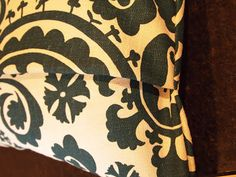 The Quaint Cottage: Envelope Pillows - If you love pillows and hate to sew zippers, this is for you!