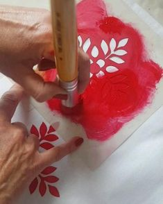 Stencil On Fabric, Fabric Paint Shirt, Stencil Printing, Hand Painted Fabric, Printing On Fabric, Creative Embroidery, Hand Embroidery Designs, Diy Embroidery, Fabric Paint Designs
