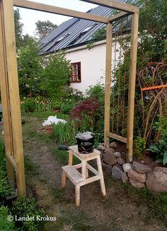 Backyard House, Backyard Pergola, Patio, Garden Structures, Outdoor Structures, Grape Trellis, Decoration Entree, Sunflower Garden, Potager Garden