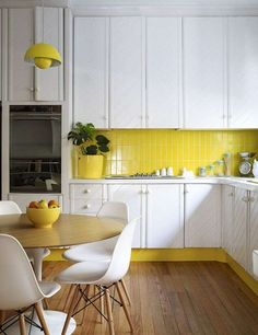 Arredare con il giallo - Cucina bianca e gialla