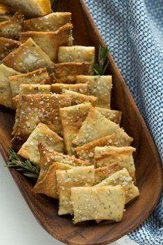 Rosemary Sea Salt Crackers — These easy homemade crackers are the perfect addition to your cheese plate, or just to have on hand for snacking. Also, how to make a killer cheeseplate with ingredients from the regular grocery store! Appetizer Recipes, Snack Recipes, Appetizers, Cooking Recipes, Cooking Gadgets, Kitchen Recipes, Dessert Recipes, Savory Snacks, Healthy Snacks
