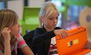 """Pays-Bas : des écoles où l'iPad remplace les livres et l'enseignant devient """"coach"""" http://www.aufaitmaroc.com/actualites/monde/2013/8/22/pays-bas-des-ecoles-ou-lipad-remplace-les-livres-et-lenseignant-devient-coach_214777.html"""