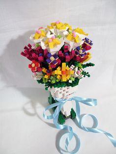 Wedding bouquet by bricks. Step On A Lego, All Lego, Sweet 16 Invitations, Invitation Cards, Party Invitations, Lego Flower, Wedding Bouquets, Wedding Flowers, Lego Wedding