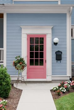 Front Door Color Trends That Can Take You From Now Into 2019 pink front door on light blue house p pink front door on light blue house Front Door Color Trends That Can Take You From Now Into 2019 pink front door on light blue house p Front Door Paint Colors, Painted Front Doors, Paint Colors For Home, Design Exterior, House Paint Exterior, Exterior House Colors, Blue House Exteriors, Light Blue Houses, Pink Houses
