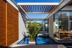 Casa das Pérgulas Deslizantes / FGMF Arquitetos