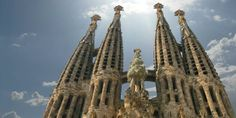 La Sagrada Familia: This iconic cathedral from the century was first started by architect Francisco de Paul Week End Bien Etre, Franco Suisse, 19th Century Fashion, Burj Khalifa, Sailing Ships, Catholic, Cathedral, Design Inspiration, Boat