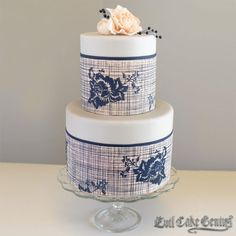 Rose Linen Mesh Stencil on a two tier wedding cake