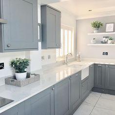 Small Kitchen Diner, Kitchen Diner Extension, Galley Kitchen Design, Grey Kitchen Designs, New Kitchen, Shaker Kitchen, Farmhouse Kitchen Tables, Home Decor Kitchen, Kitchen Interior