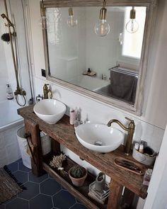 Des mois et des mois qu'on la rénove, voici ma suite parentale sur le blog   [seizeandc.com - lien dans ma bio] . . . #seizeandc #jonetchloehome #etabli #deco #homedecor #interiordesign #renovation #maison #home #homesweethome #homedesign #bathroom #bathroomdesign #moderne #vintage #light #homedecoration #decoration #decorate #blog