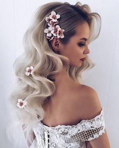 Romantic Hairstyles to Add Femininity to Your Style wedding hairstyles – Wedding İdeas Fall Wedding Hairstyles, Romantic Hairstyles, Down Hairstyles, Flower Hairstyles, Hairstyles With Extensions, Prom Hairstyles For Long Hair Curly, Cute Fall Hairstyles, Easy Hairstyles, Curly Extensions