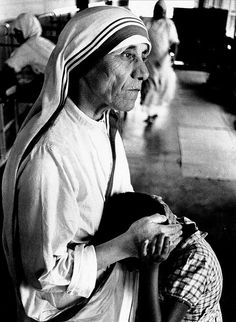 Rai's portrait of Mother Teresa consoling a child in Calcutta, Mother Mary, Mother And Child, Saint Teresa Of Calcutta, Mother Teresa Quotes, Carlos Castaneda, Gallery Of Modern Art, Catholic Saints, Roman Catholic, Portraits