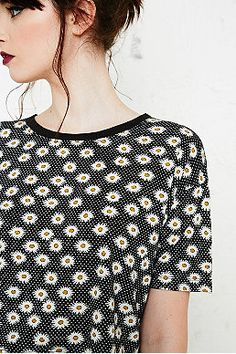 Cooperative Daisy Print Crop Tee in Black