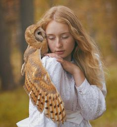 Moscow-based Russian photographer Katerina Plotnikova created these stunning images with the help of real live animals Chouette Howl Beautiful Birds, Animals Beautiful, Beautiful People, Stunningly Beautiful, Beautiful Models, Animals Amazing, Absolutely Stunning, Beautiful Women, Surrealism Photography