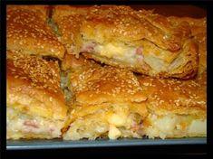 Ευκολότατη πίτα με πατάτα, μπέικον και τυρί. Απλά υπέροχη!!! Υλικά: 1 πακέτο σφολιάτα 4 πατάτες μέτριου μεγέθους 8 φέτες μπέικον ψιλοκομμένο 1 κρεμμύδι ψιλοκομμένο 2 κ.σ βούτυρο 1 φλ. τσαγιού κρέμα γάλακτος 250γρ διάφορα τυριά τριμμένα που να λιώνουν Λάδι για το άλειμμα των φύλλων Σουσάμι Εκτέλεση: Καθαρίζουμε τις πατάτες,τις πλένουμε και τις βράζουμε …
