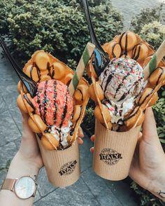 Imagem de food, ice cream, and waffles Cute Food, Good Food, Yummy Food, Tasty, Comida Disney, Kreative Desserts, Snack Recipes, Dessert Recipes, Freezer Recipes