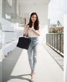 "NALINTHIP SAKULONGUMPAI di Instagram ""Smile zone 😊"" Korean Casual Outfits, Casual Work Outfits, Classy Outfits, Cute Outfits, Asian Fashion, Fashion Photo, Fashion Looks, Modest Fashion, Fashion Outfits"