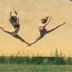 #WorldBalletProject @Regrann from @oceane_vinas - «Il faut combattre les mauvais jours pour enfin apprécier les meilleurs de ta vie» ##synopsisyouthballet#jump#dance#summer2016#bestfriend# #Regrann