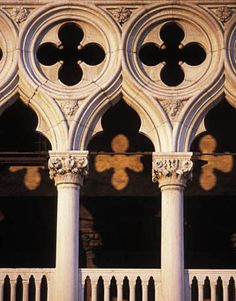 Design spotting: quatrefoils at the Doge's Palace in Venice, Italy. Thought you would appreciate this one Webb Amazing Architecture, Architecture Details, Gothic Architecture Features, Ancient Architecture, Modern Architecture, Santa Lucia, Venice Painting, Neoclassical Architecture, Murano