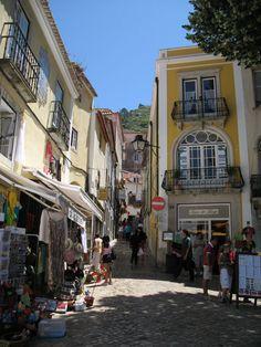 Aqui Morei em Portugal Durante 3 Anos, nessa duas Varandinhas a esquerda....Sonho Realizado!