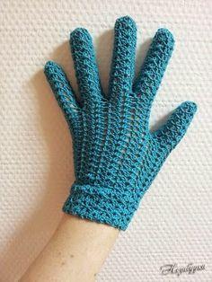 Amor a Arte: Luvas de crochê                                                                                                                                                                                 Mais Fingerless Gloves Crochet Pattern, Fingerless Mittens, Mittens Pattern, Knitted Gloves, Vintage Crochet Patterns, Easy Crochet Patterns, Vintage Knitting, Crochet Yarn, Crochet Stitches