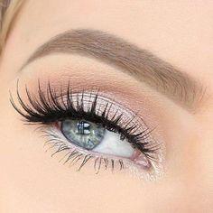 """67 mentions J'aime, 1 commentaires - Balinea (@balinea) sur Instagram : """"Un maquillage simple et sophistiqué, pour un regard frais et lumineux ! On ADORE #makeup #eyes…"""""""