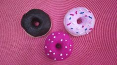 Make play kitchen accessories yourself: salt dough donuts - Delicious Meets Healthy: Quick and Healthy Wholesome Recipes Play Kitchen Accessories, Make Your Own, How To Make, Salt Dough, Creative Kids, Muesli, Diy For Kids, Doughnut, Flora