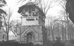 1960-Era el palomar que estaba en el Bosquecillo y se derribo para que en su lugar lo ocupara el Hotel de los Tres Reyes. Pamplona, Palomar, Reyes, House Styles, World, Old Photography, Antique Photos, Woods, Castles